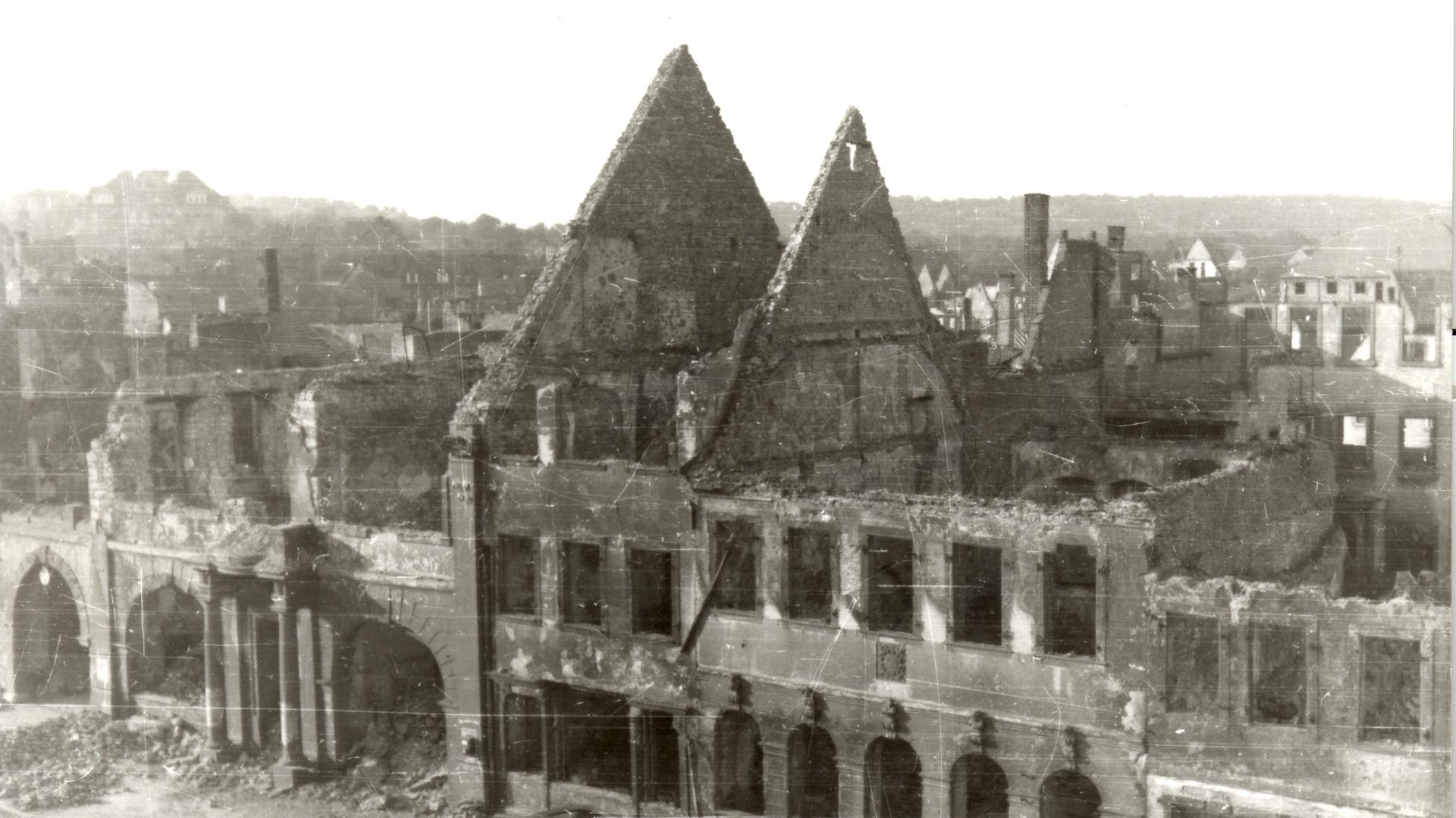 Ruine Rathaus Bruchsal 1945