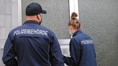 Kontrollen an der Haustür: Der Gemeindevollzugsdienst überprüft, ob sich die Leute an die Quarantänepflicht halten.