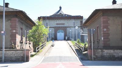 Hoffentlich auf Nimmerwiedersehen: Durch dieses Tor der JVA Bruchsal ist Manfred Fuchs Ende März in die Freiheit gegangen.