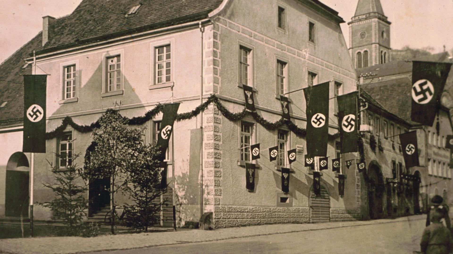 Das alte Rathaus in Untergrombach in der NS-Zeit