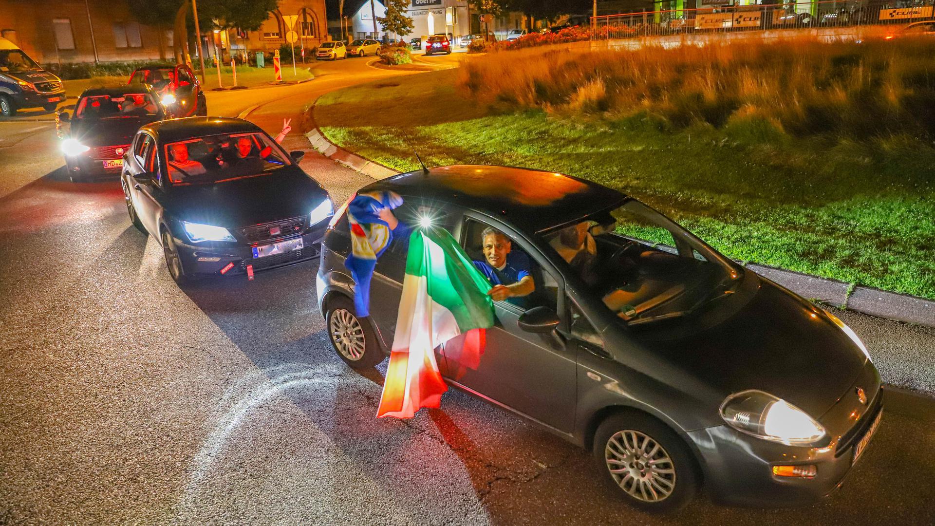 Autokorso in Bruchsal: Nach dem EM-Triumph zog es die Anhänger mit dem Auto auf die Straßen.