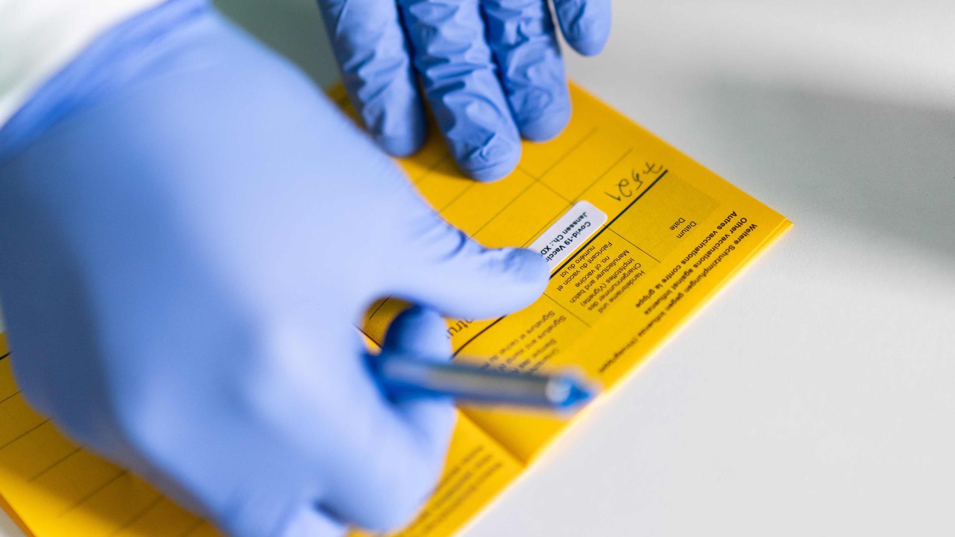Impfen lassen können sich Bürgerinnen und Bürger, die ihren Hauptwohnsitz in Bühl haben und mindestens 18 Jahre alt sind.