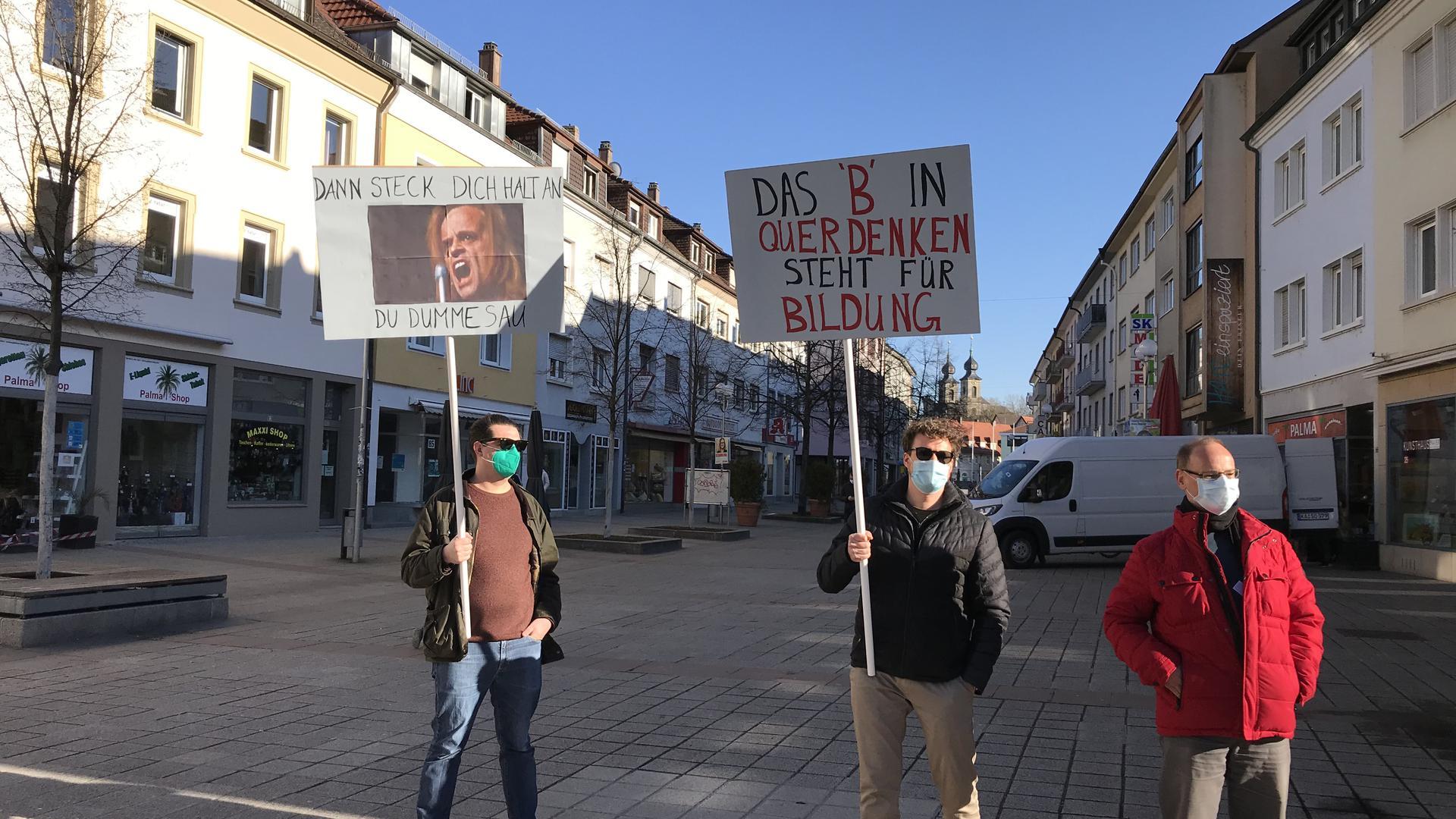 """Protest gegen Kundgebung von """"Aufbruch Bruchsal"""" mit der Landtagskandidatin von Wir2020, Doris Rothermel"""