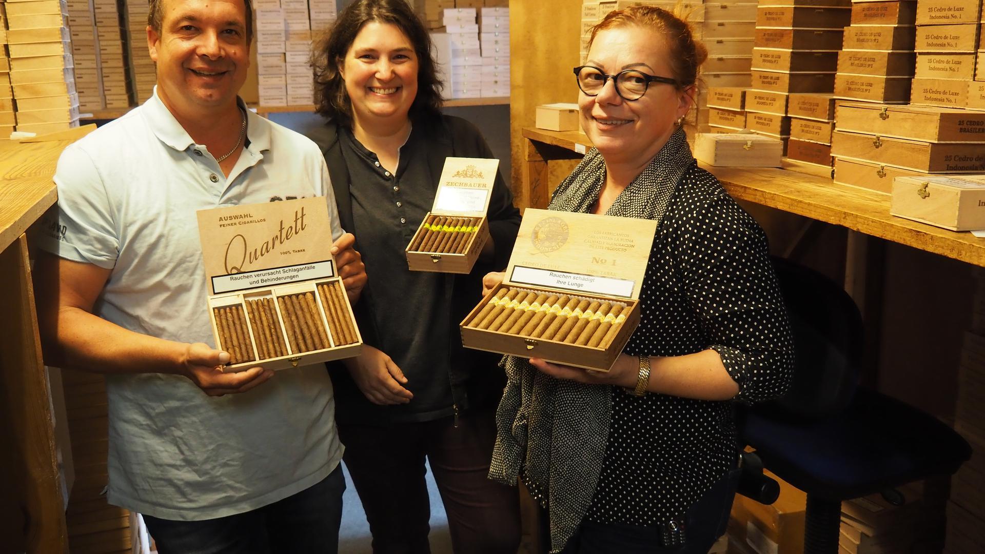 Klaus Kleinlagel, Corinne Kaufmann und Martina Kleinlagel (von links) vom Zigarren-Großhandel in Obergrombach