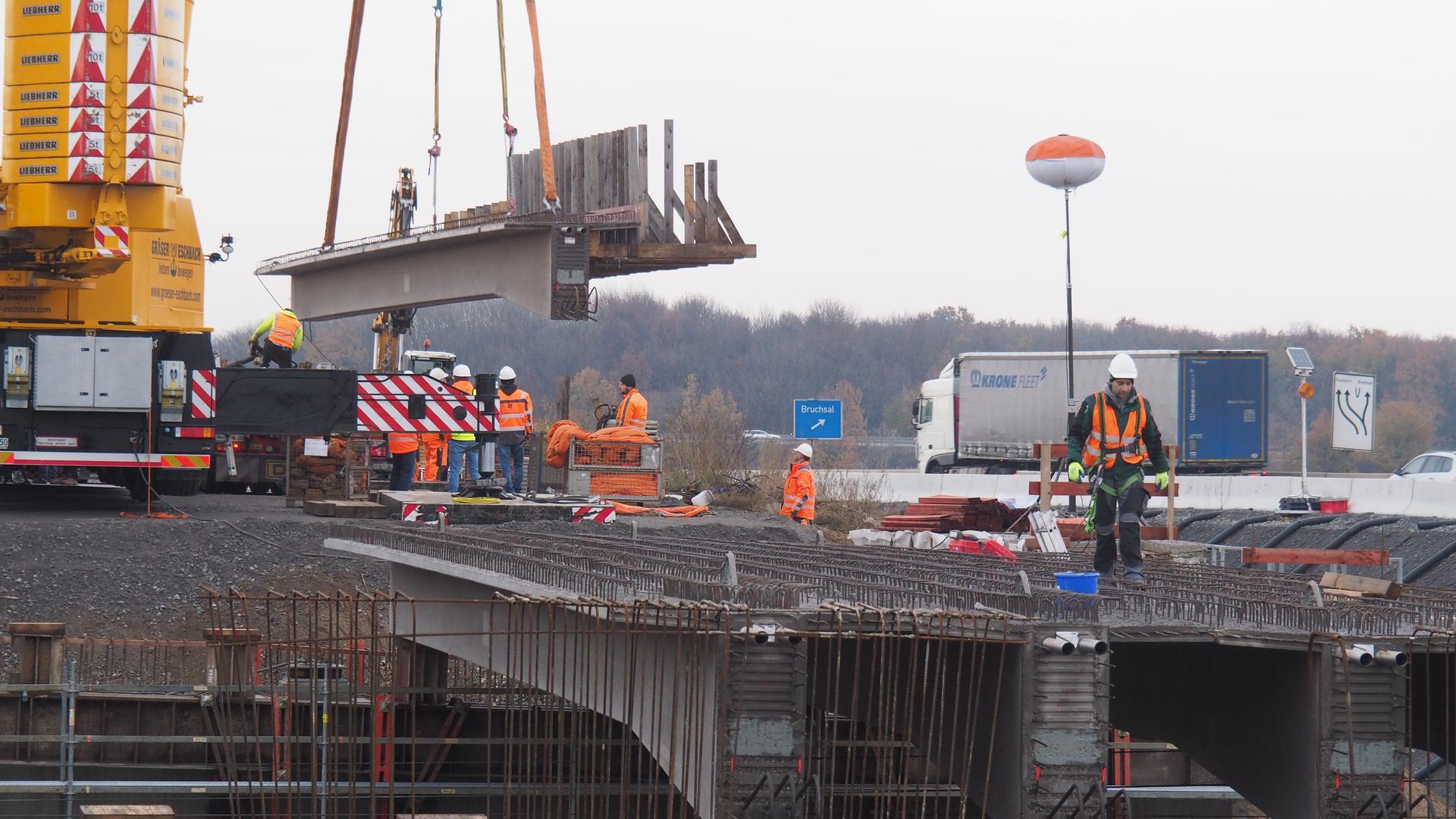 Bauarbeiten an Brücke der A5 bei Bruchsal