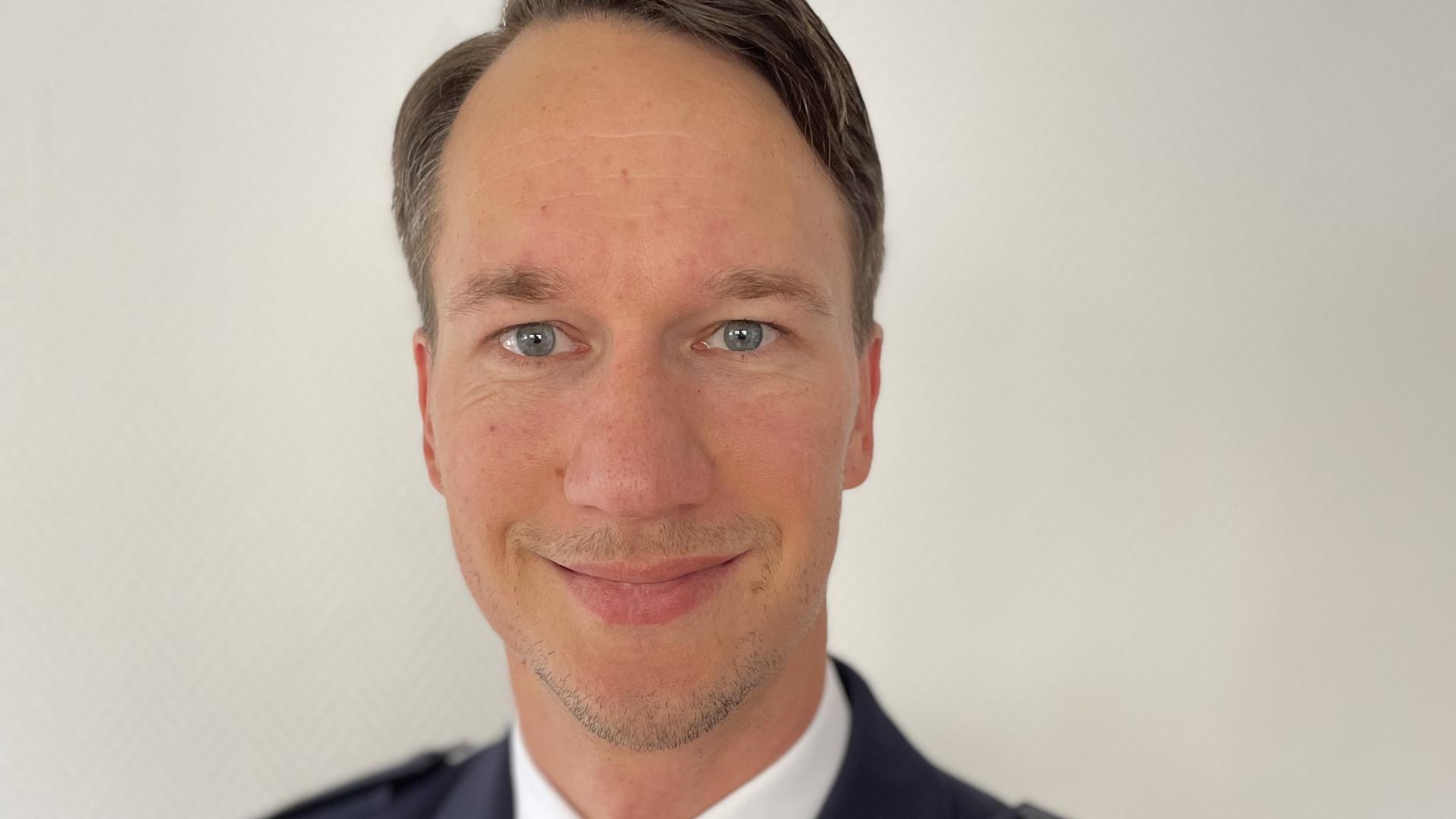 Neuer Revierleiter: Nach dem Masterstudium an der Deutschen Hochschule der Polizei in Münster übernimmt Jürgen Conrad das Polizeirevier in Bruchsal.