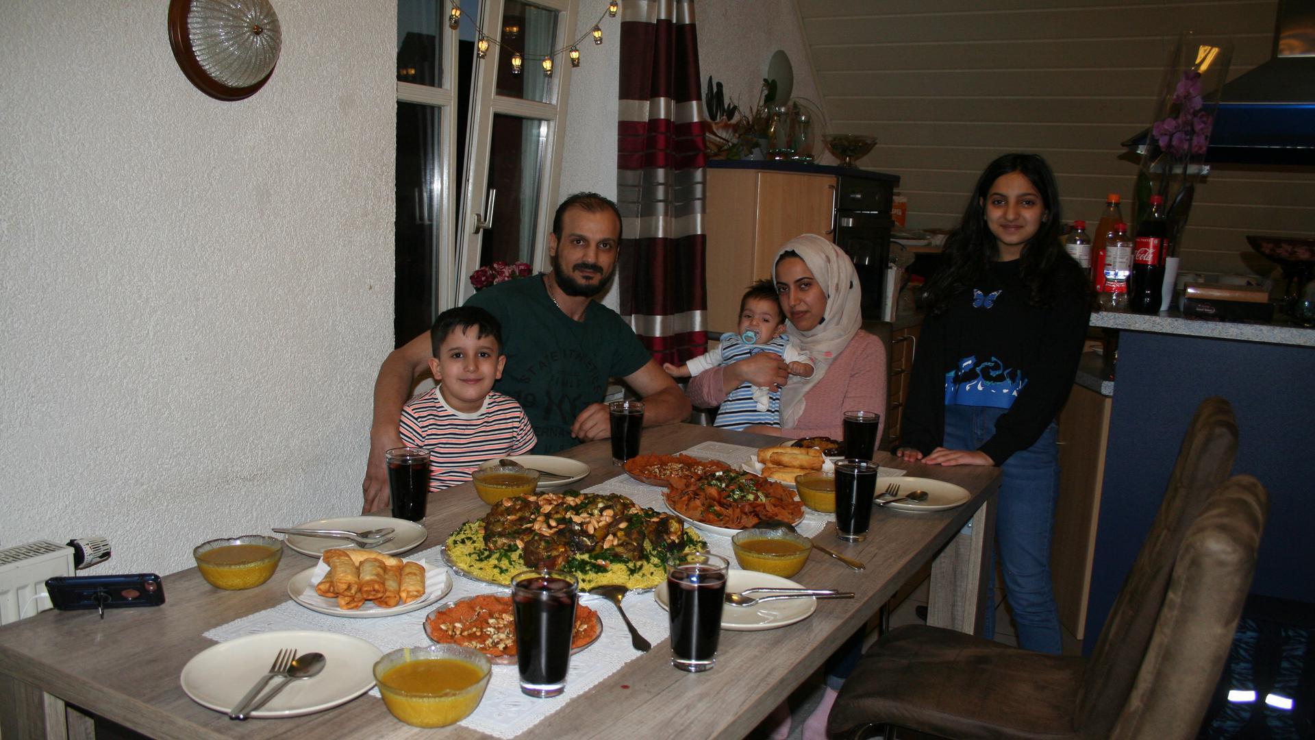 Familie Kola Ghasy (v.l.): Yazan, Alaa, Lilyan mit Baby Rawad und Rima