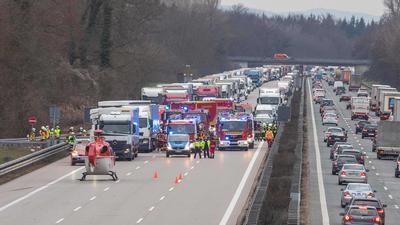 Schwerer LKW Unfall im Stauende auf der A5Baden-Württemberg, 76646 Bruchsal, Deutschland  Fotograf: 7aktuell.de/ Adomat 7aID:25298