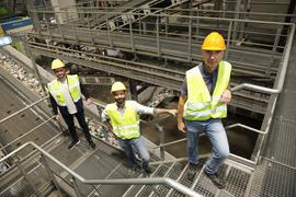 Wolfgang Kicherer, PreZero Stefan Huber, wfg und Tobias Heuser, UMI, (v.r.n.l.) sind Projektpartner bei der Entwicklung einer nachhaltigen, innovativen Lösung für Plastikrecycling