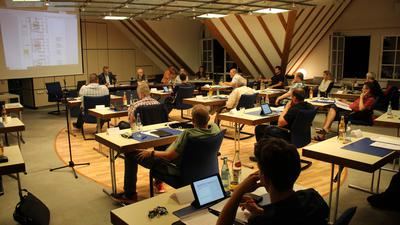 Ausschusssitzung in Bad Schönborn mit neuen Möbeln