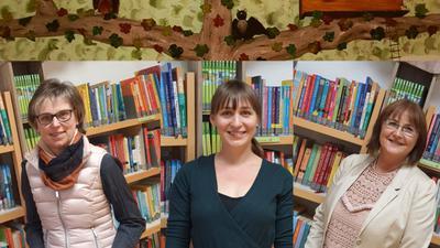 Das Team der Gemeindebibliothek Bad Schönborn mit Regina Nonn, Linda Sandhöfer und Nicole Häfner (v.l.) haben mit ihrem innovativen Buchprojekt einen Sonder-Förderpreis gewonnen.
