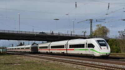 Schnellbahntrasse Karlsruhe-Mannheim hier bei Graben-Neudorf, ICE