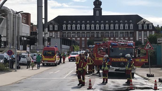 Die Feuerwehr Bruchsal ist wegen einer Rauchentwicklung am Krankenhaus in Bruchsal im Einsatz.