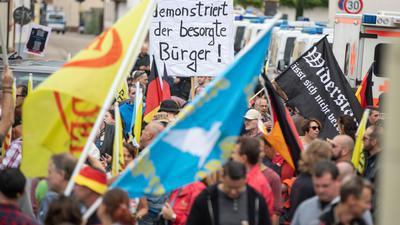 Gegen den Initiator der fremdenfeindlichen Kandel-Demonstrationen ermittelt jetzt der Generalstaatsanwalt von Rheinland-Pfalz. Der Mann soll einer Richterin den Tod angedroht haben.