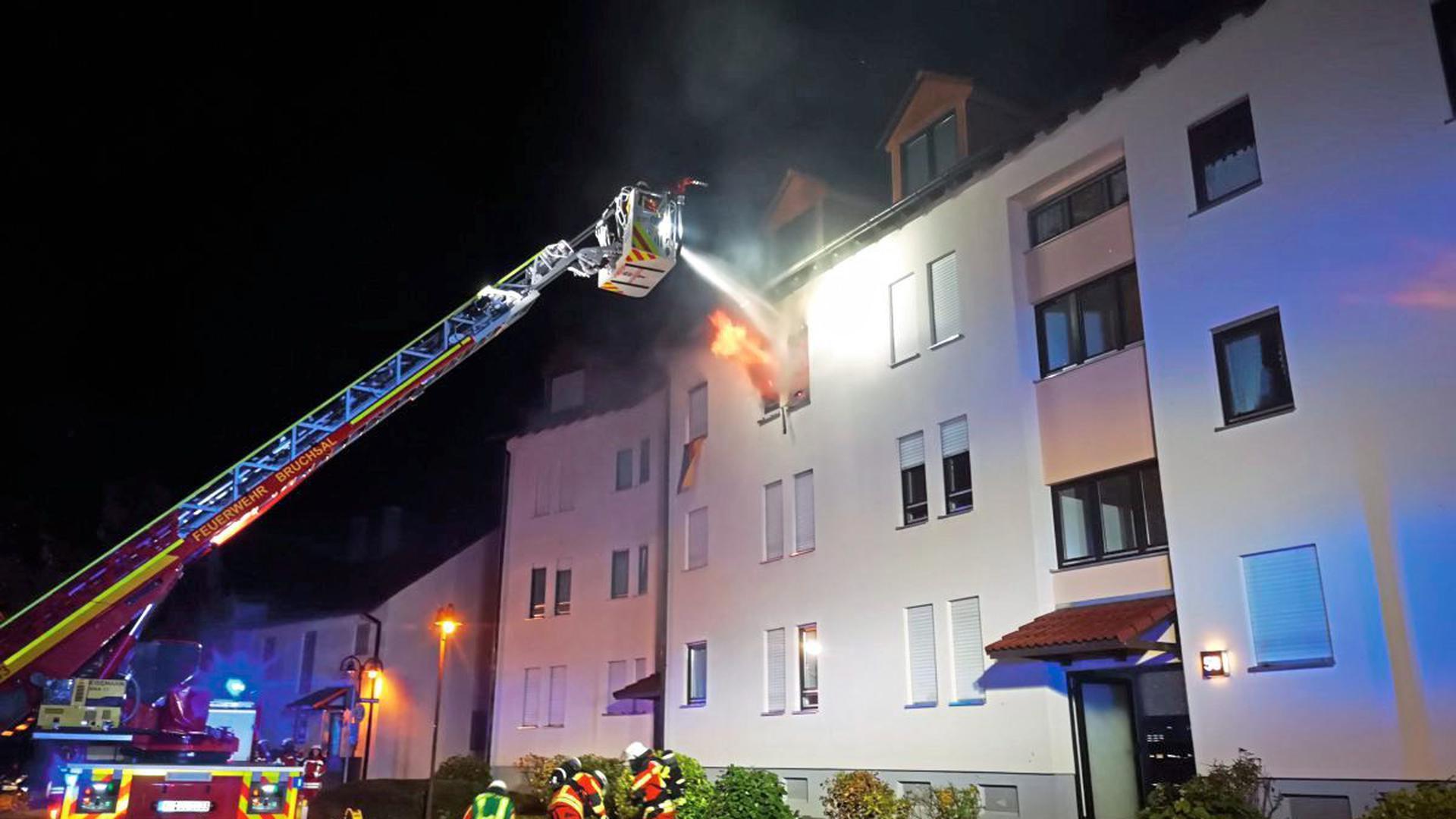 Bruchsal: Die Wohnung im zweiten Obergeschoss stand lichterloh in Flammen.