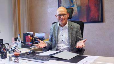 Wagner Marc Bürgermeister Hambrücken am Schreibtisch