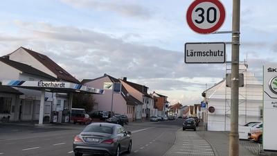 Auf den Hambrücker Hauptverkehrsachsen sind die Tempo 30-Schilder bereits ein gewohnter Anblick. Nun soll die Höchstgeschwindigkeit auch im Rest des Ortes angepasst werden.