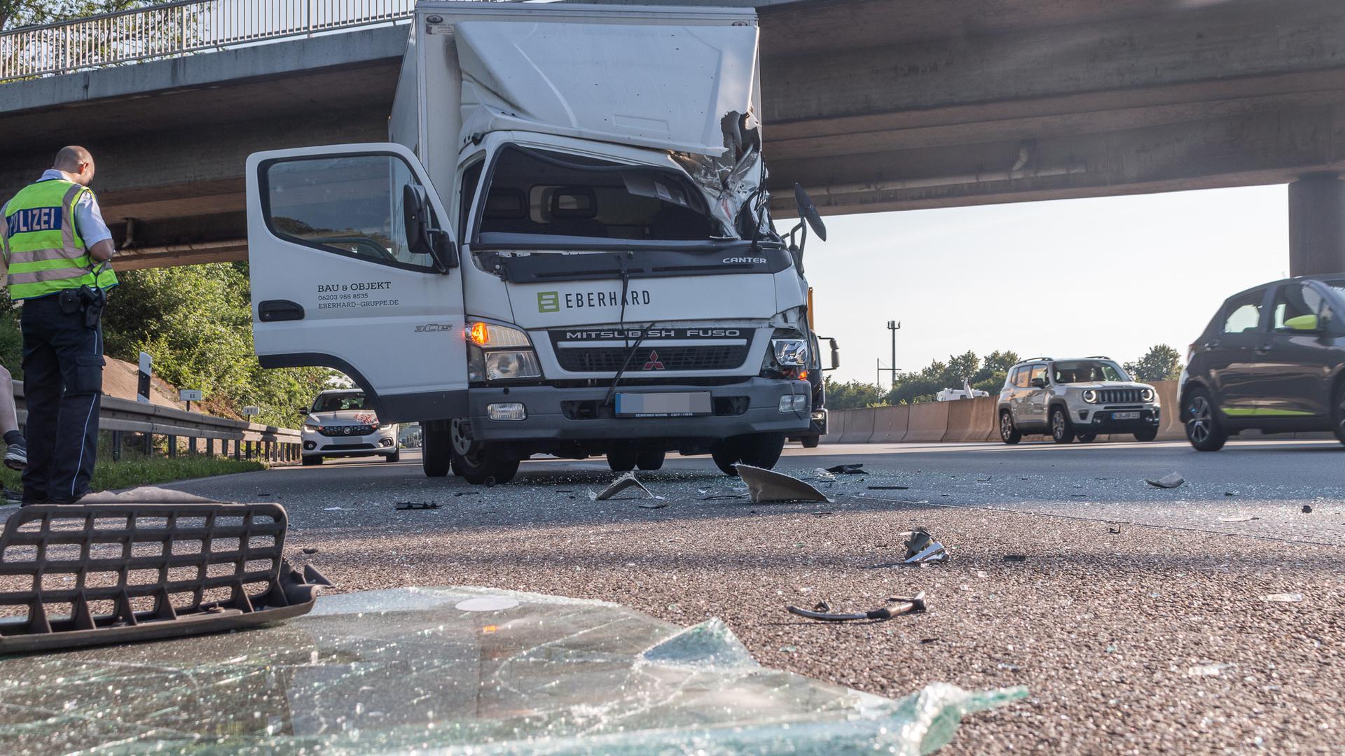 Der Fahrer hatte Glück im Unglück. Der vorausfahrende Lkw wurde kaum beschädigt.