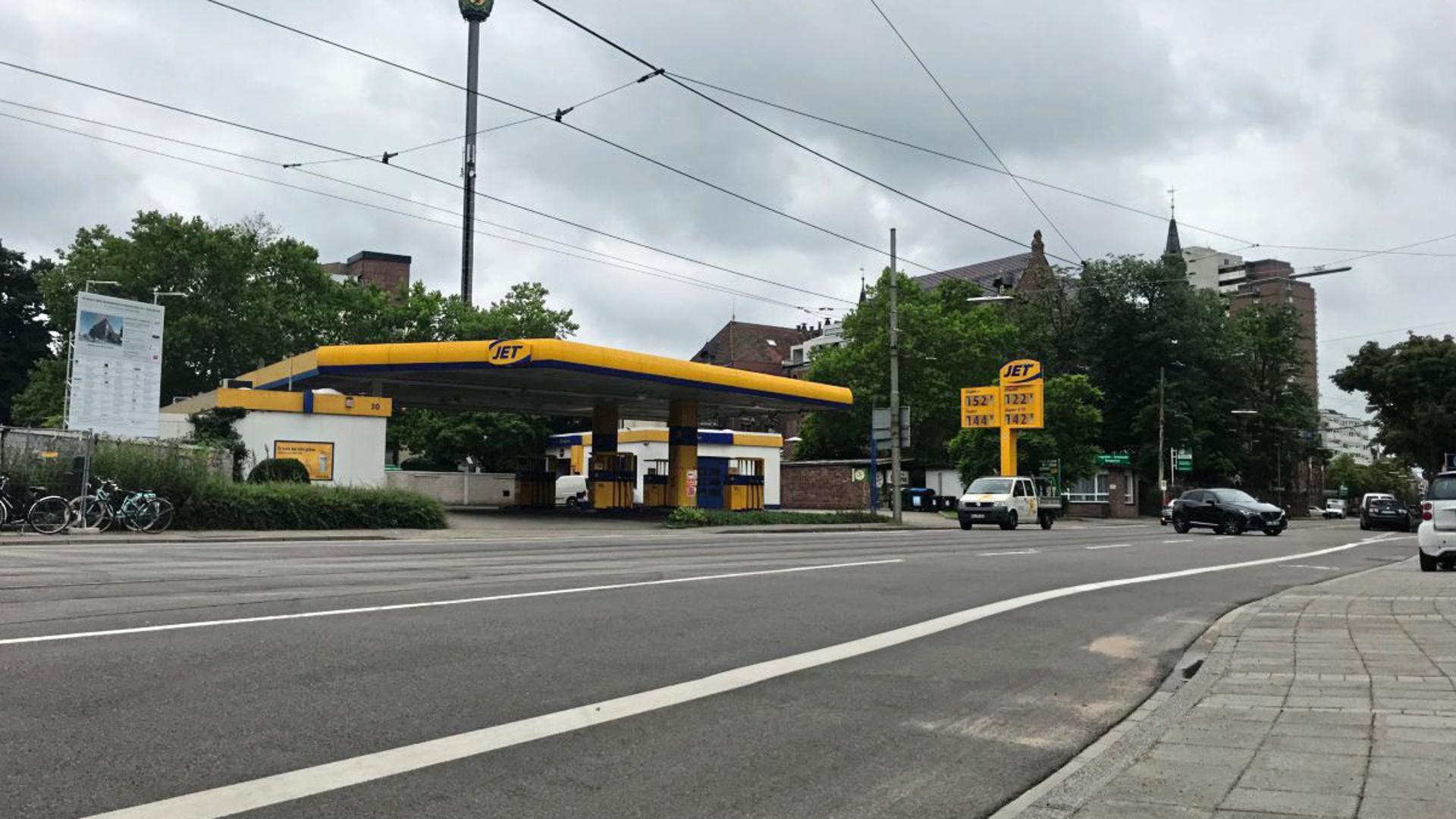 An dieser Tankstelle in Karlsruhe soll der 28-Jährige den Wodka gestohlen haben.