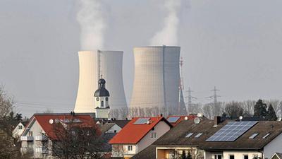 """Spätestens Pfingsten 2020 sollen nach Meinung von Philippsburg Bürgermeister Martus die Kühltürme des Kernkraftwerks gesprengt werden. Die Entsorgung """"freigemessener mineralischer Abfälle"""" ist Stand heute ungeklärt."""