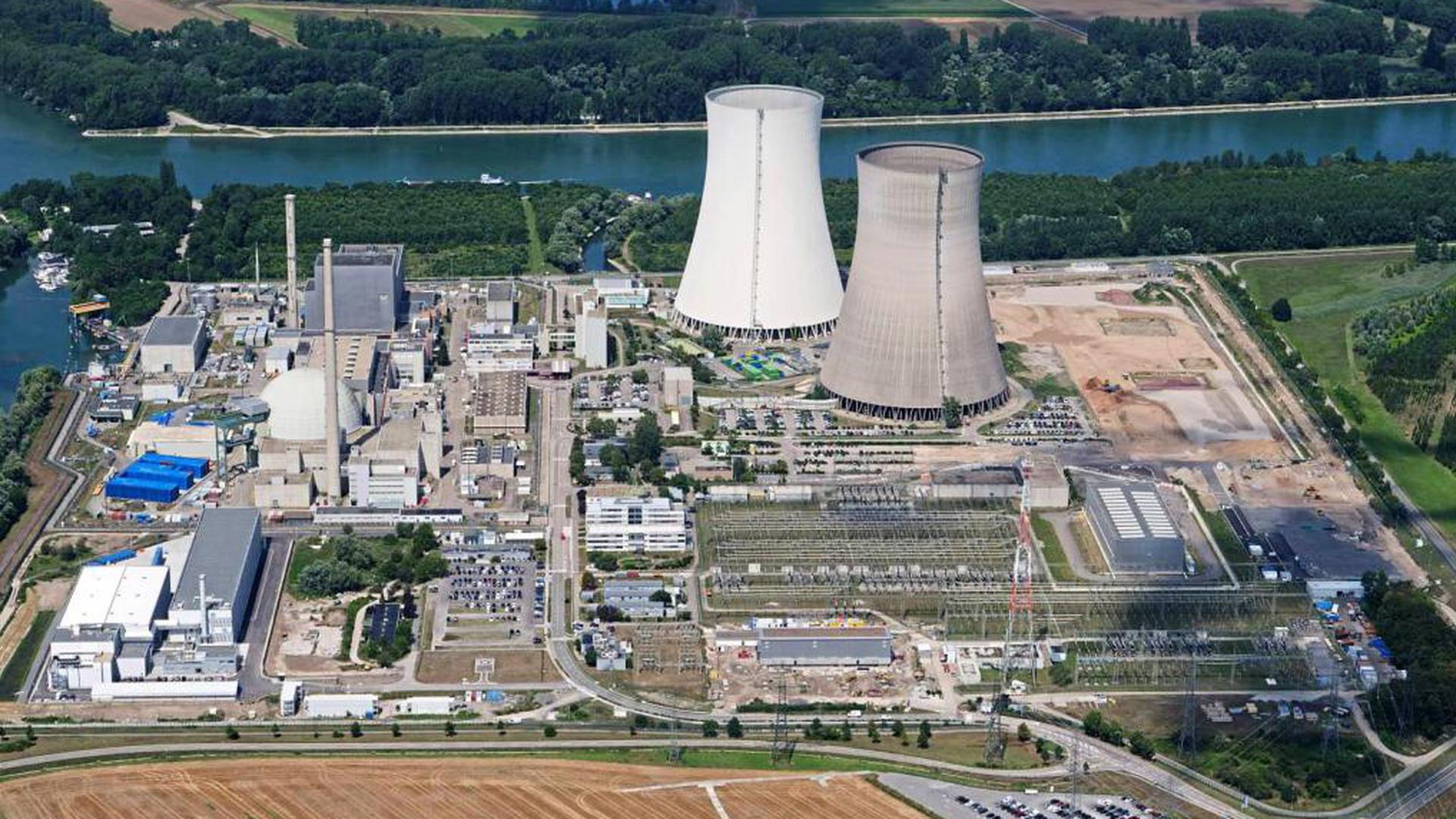 Im Wandel: Die Tage der Atomstromproduktion in Philippsburg sind gezählt. Im Vordergrund entsteht bereits der neue Konverter, die Türme sollen nächstes Jahr gesprengt werden.