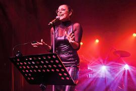 Julia Neigel, die viele Male mit Edo Zanki auf der Bühne stand, etwa im Kammertheater Karlsruhe.