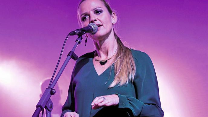 """Die Sängerin Sandie Wollasch verbindet viel mit Edo Zanki. Am Sonntagabend sang sie unter anderem """"Ich frag mich""""."""