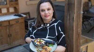 Stephanie Haller lernte schon als Kind bei ihrer Oma Luise, wie gute badische Küche geht. Geblieben ist eine Vorliebe für das Bodenständige, die bei aller Weltoffenheit in jedem Gericht mitschwingt.