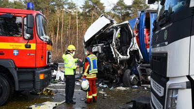 Laut einer ersten Mitteilung der Polizei Mannheim hatte es gegen 14 Uhr einen Auffahrunfall mit drei Lkw zwischen Kronau und dem Walldorfer Kreuz gegeben. Dabei wurde einer der Fahrer eingeklemmt.