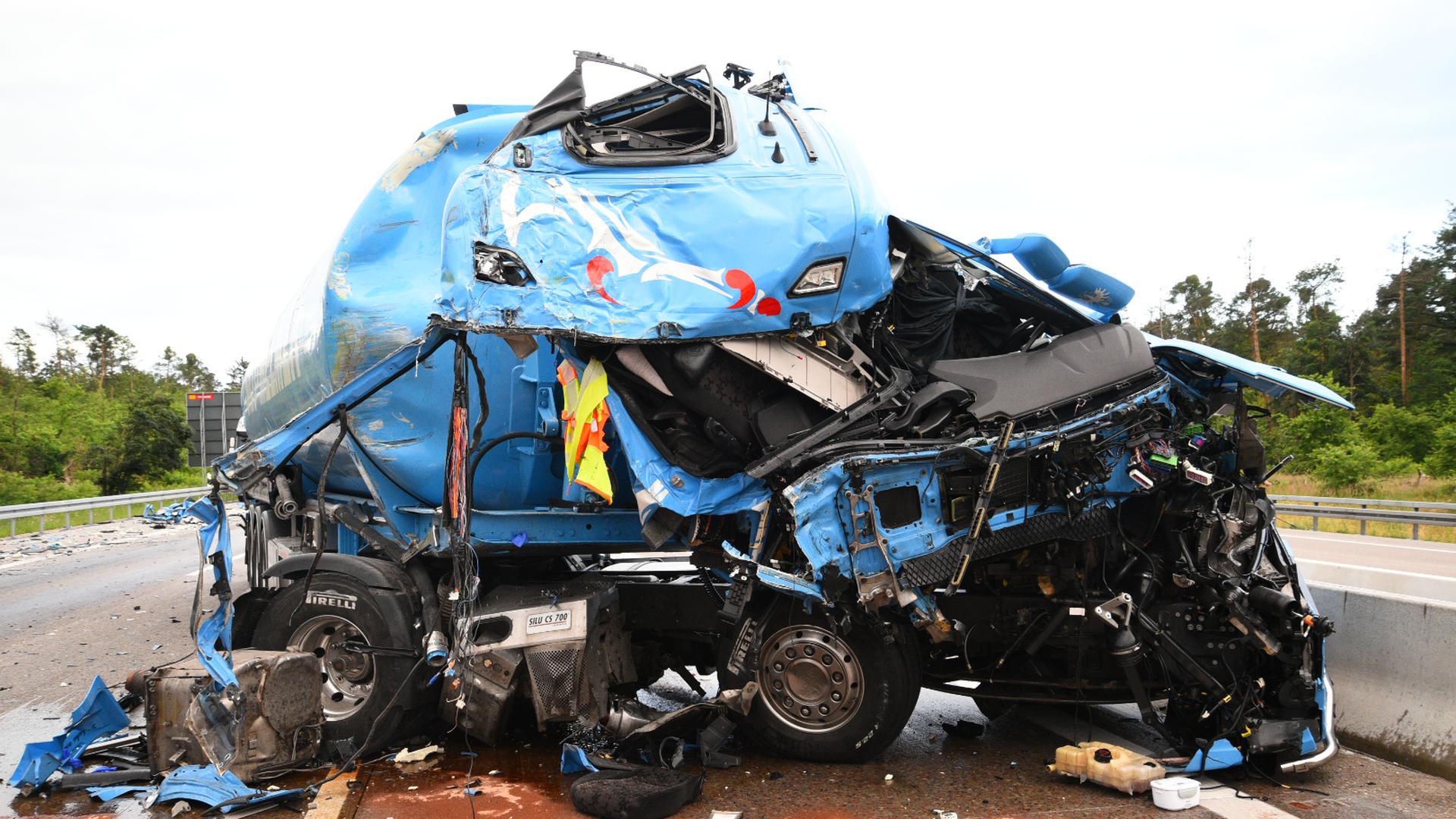 Schwerer Lkw-Unfall auf der A5 bei Kronau