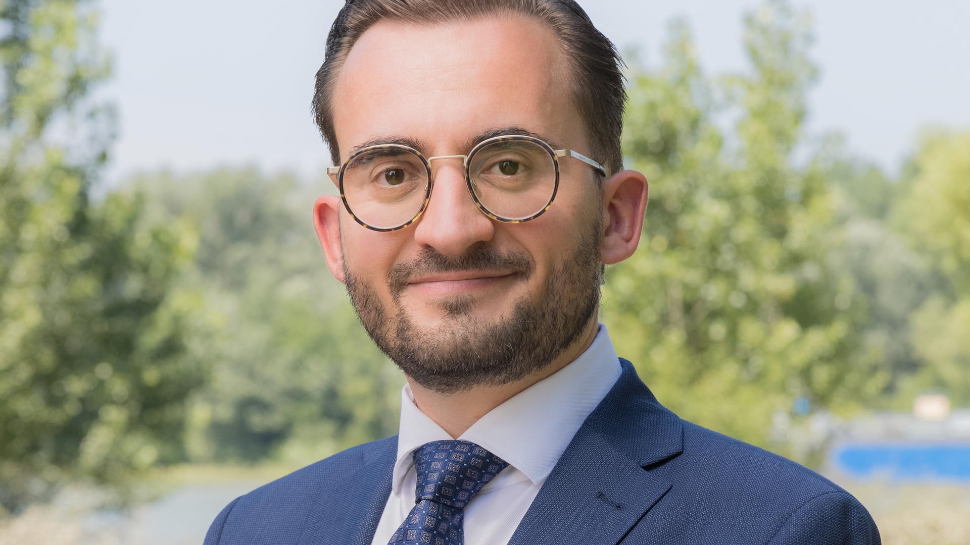Frischer Blick von außen: Damit wirbt Christian Soeder, der für die Wahl des Bürgermeisters in Oberhausen-Rheinhausen seinen Hut in den Ring geworfen hat.