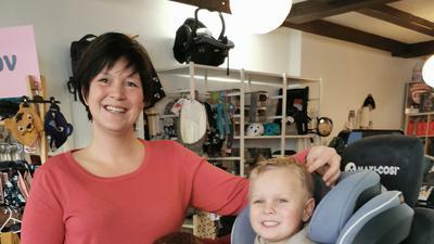 Geschäftsinhaberin Monica Dalheimer mit ihren drei Kindern
