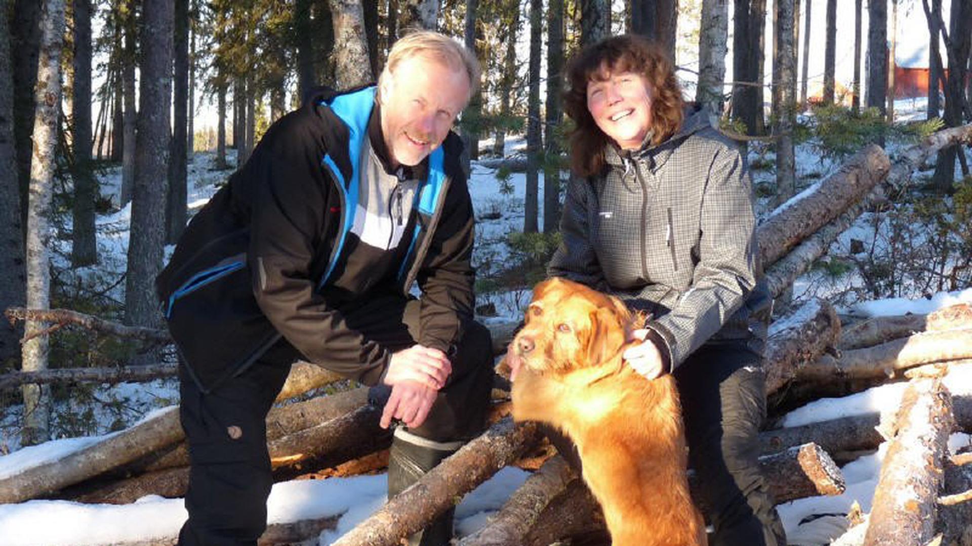 Gerhard Baader, seine Frau Petra Baader und gemeinsamer Hund Boomer, Storberg Fjällgård A, am ? (Foto: Gerhard Baader?)