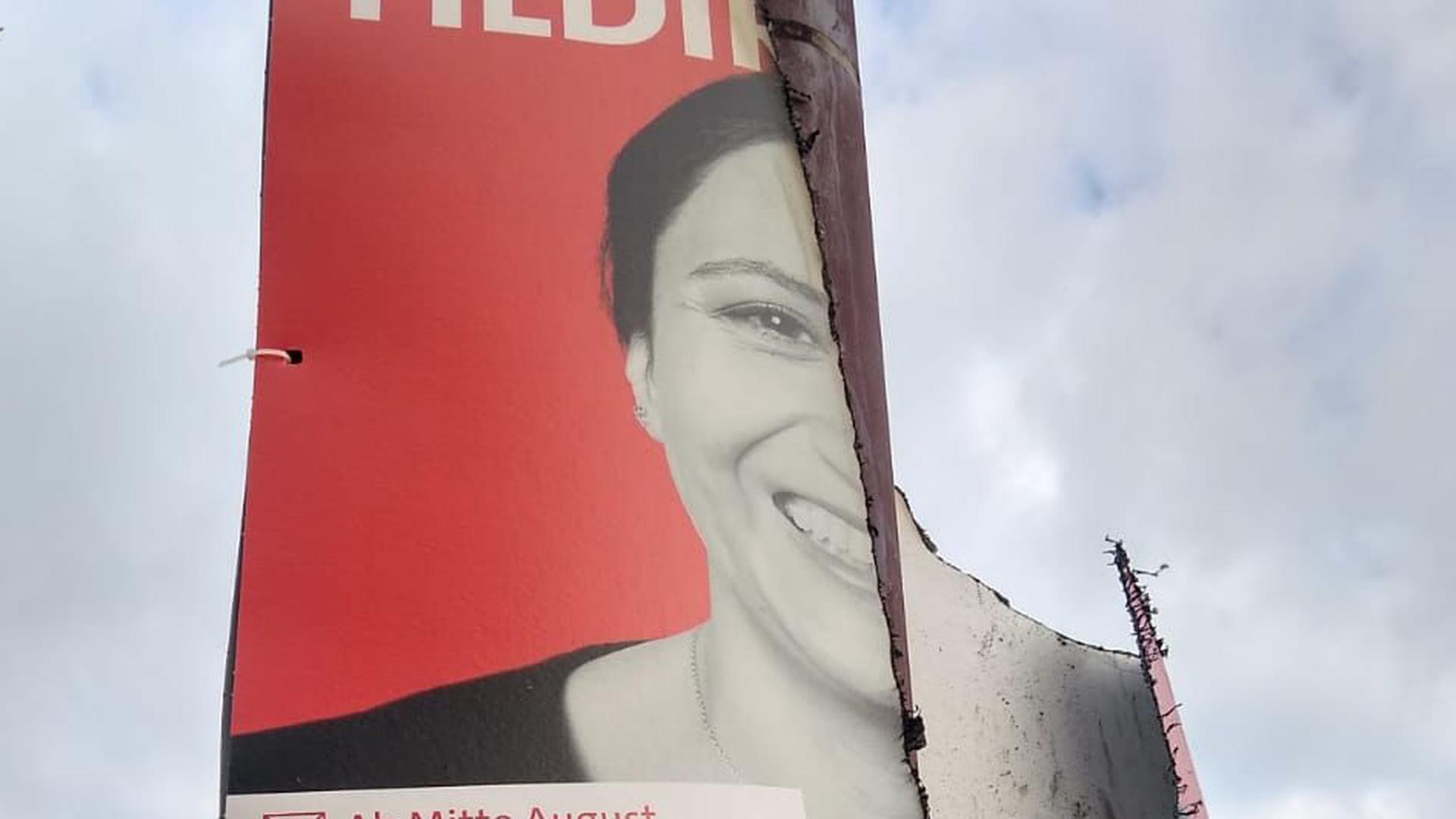 Ebenfalls angekokelt: Ein Wahlplakat der SPD-Bundestagskandidatin für den Wahlkreis Bruchsal-Schwetzingen, Neza Yildirim.