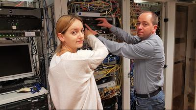 EDV-Fachleute Jennifer Ignatz und Michaels Goppelsröder im Rathaus Philippsburg.