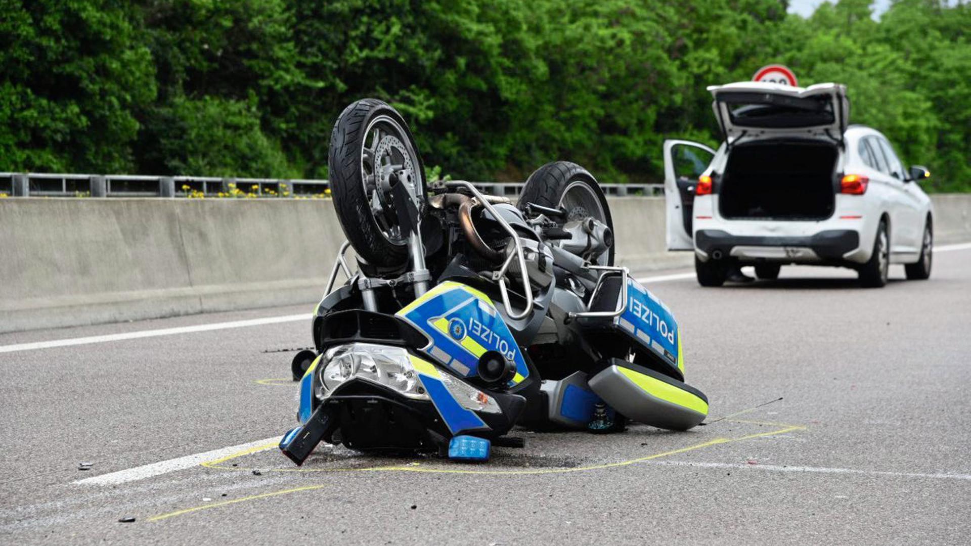 Auf der Höhe der Unfallstelle wurde zum Unfallzeitpunkt eine Abstandskontrolle auf der Gegenfahrbahn durchgeführt.