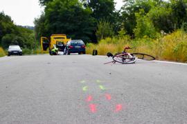 Fataler Unfall: Am vergangenen Freitag starb der Rennradfahrer auf der Landstraße zwischen Zeutern und Östringen. Die Polizei ermittelt gegen den Autofahrer, der ungebremst aufgefahren war.