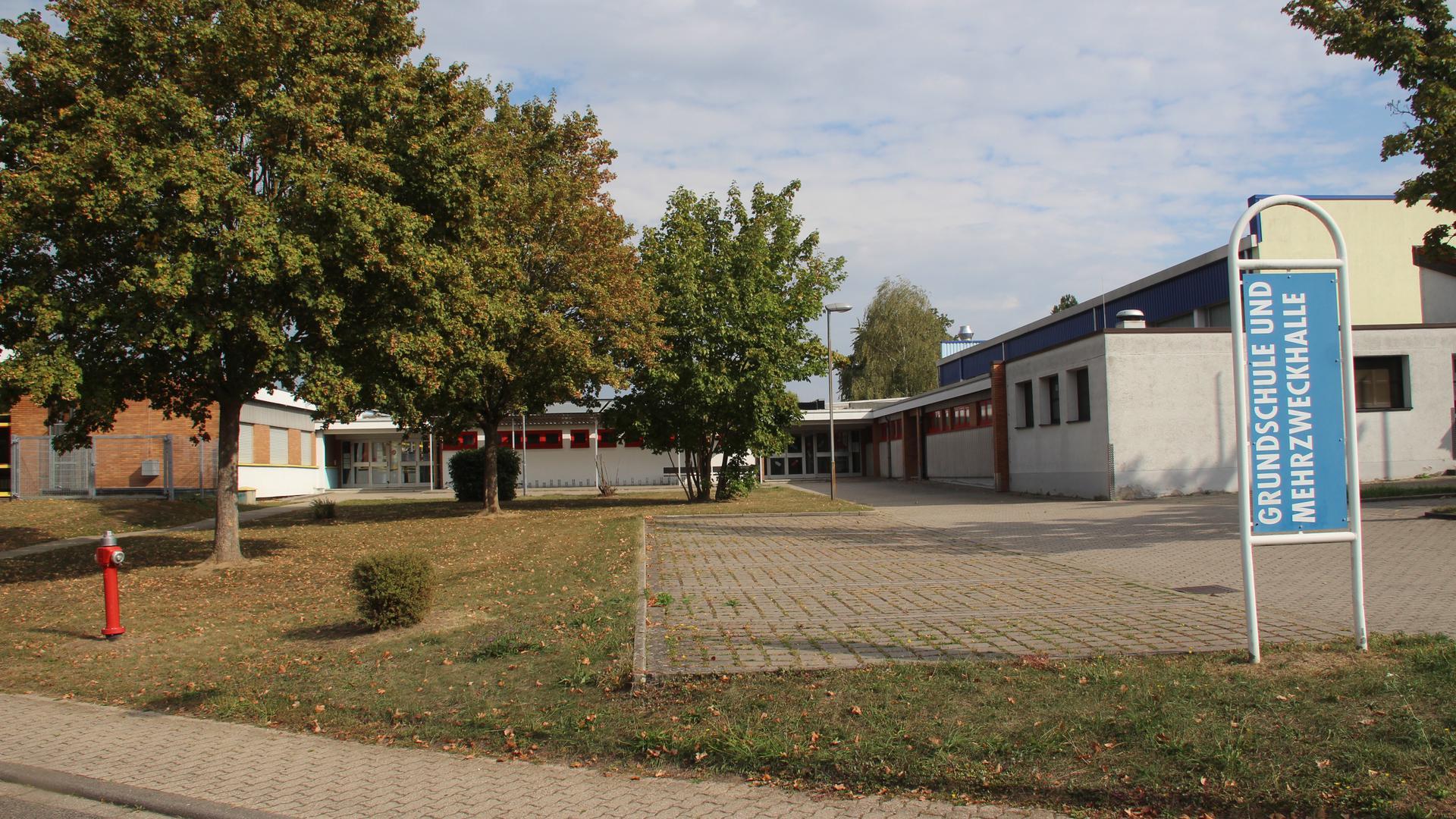 Schule und Halle