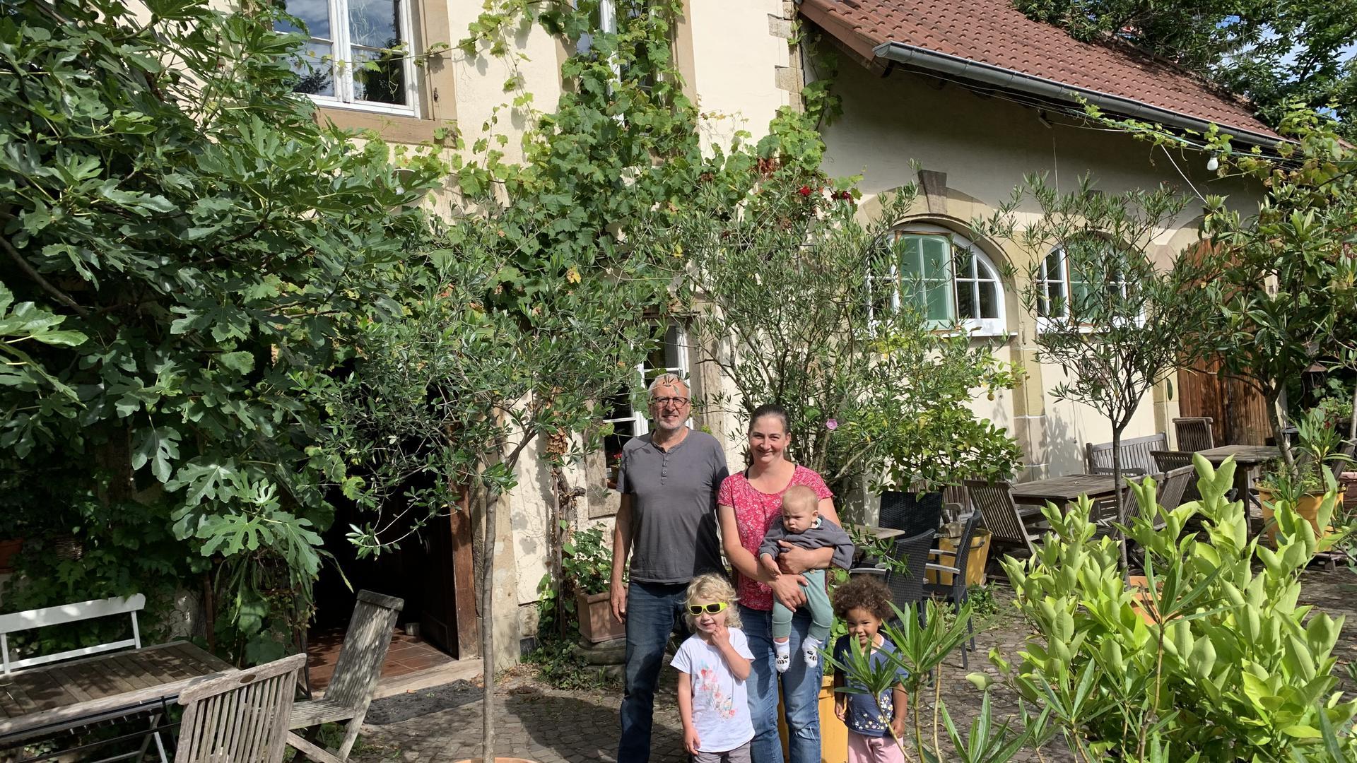 Lothar Blau & Lena Blau (Eigentümerin Besenwirtschaft), sowie die Kinder von Lena Blau