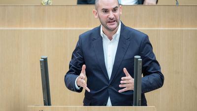 Danyal Bayaz (Bündnis 90/Die Grünen), Finanzminister von Baden-Württemberg, spricht.