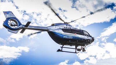 Der Hubschrauber heißt H 145 von Airbus Helicopters.  Polizei Polizeihubschrauber Hubschrauber