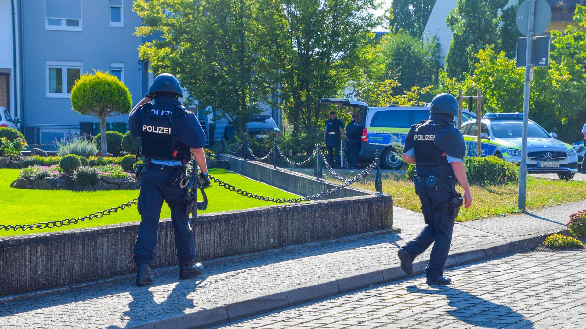 Bei dem Großeinsatz der Polizei in Waghäusel kamen auch Spezialkräfte der Polizei zum Einsatz.