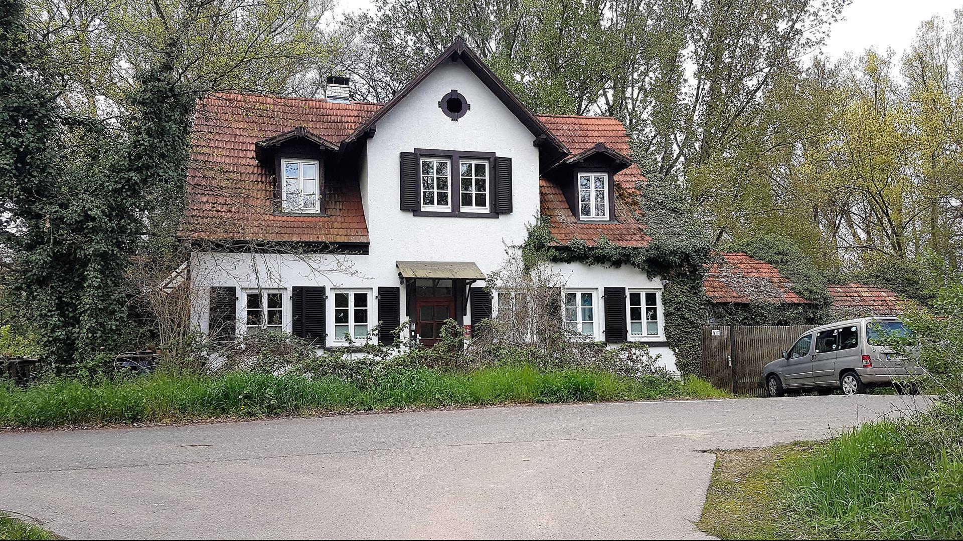 Das Haus Mahler entstand rund um 1870 als Wohnhaus für Arbeiter an der Bahnlinie.