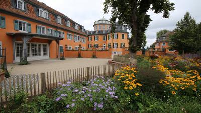 Blumengeschmückt ist der von der Stadt Waghäusel angelegte neue Hochzeitsgarten bei der Eremitage.