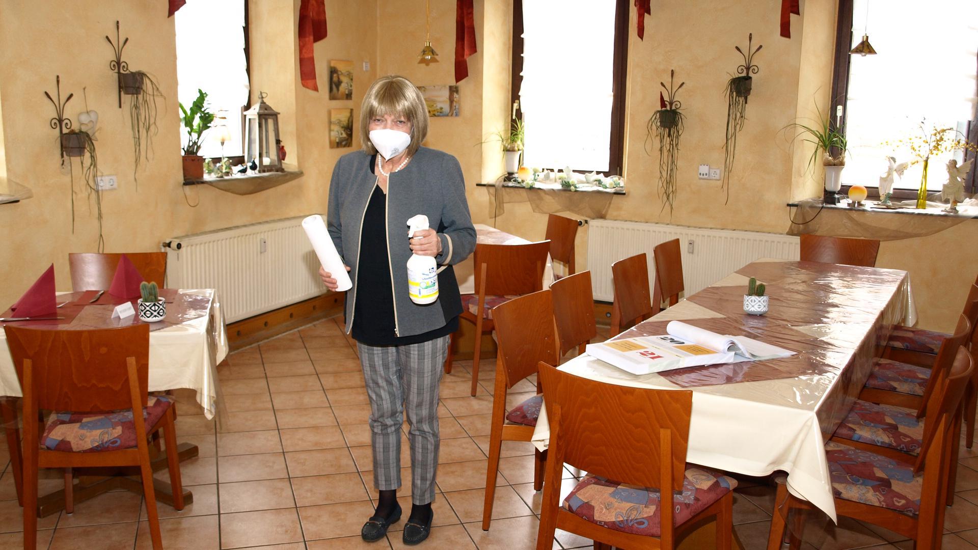 """Margit Kattner im Gasthaus """"Schwanen"""" in Wiesental."""