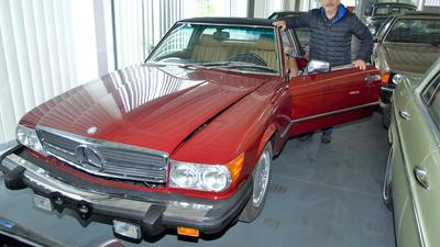 Alter roter Mercedes