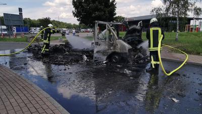 Wohnmobil am Rasthof Bruchsal an der A5 brennt komplett aus