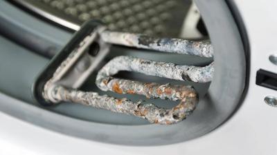 Kalk kann technischen Geräten zusetzen, wie beispielsweise dieser Waschmaschine.