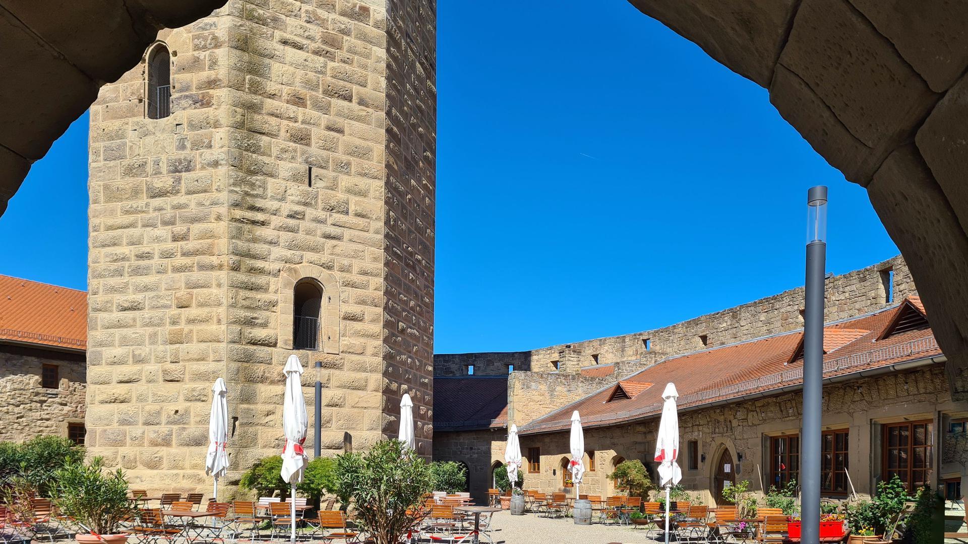 """Der """"Kompass des Kraichgaus"""": Burg Steinsberg bei Sinsheim ist ein beliebtes Ziel von Wanderern und für Mittelalterfans."""