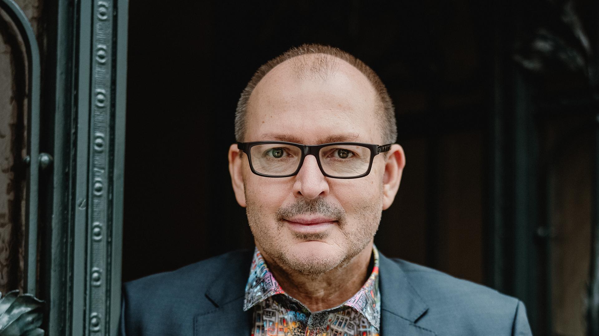 Christian Hesse ist Professor für Mathematik in Stuttgart.